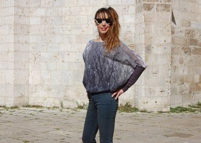 camisa-zergatik-muno-grey-pantalon-lois-verde