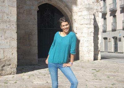 camiseta-eguantza-azul,-pantalon-lois-lua-soca