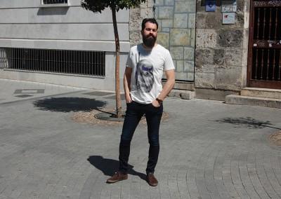 camiseta-num-leonardo,-pantalon-blend-cirus-azul