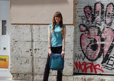 camiseta-skfk-hamaika-pantalon-skfk-rosine-mochila-b96-azul