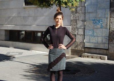 falda-zergatik-artea-,-camiseta-zergatik-ixka-negra