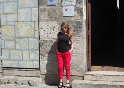 pantalon-skfk-robine-roja,-camiseta-skfk-isham