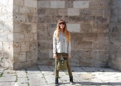 pantalon-valentina-camisa-nissa-bolso-blada