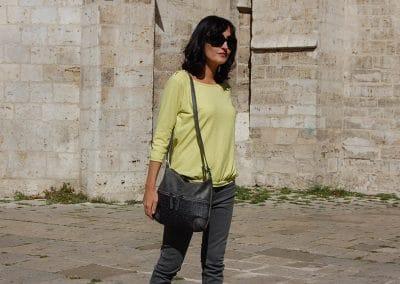 camiseta-skfk-bergantza-pantalon-lois-gris-bolso-b125-verde